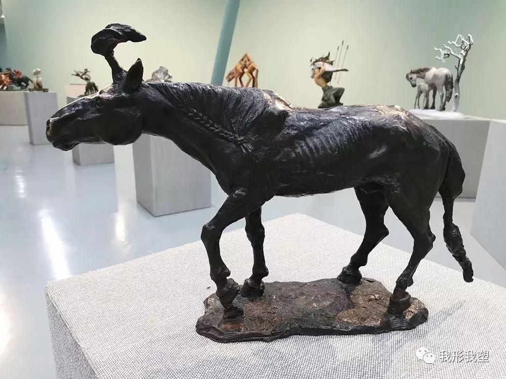 """【雕塑展览】庆祝中华人民共和国成立70周年""""蒙古马·雕塑·研究""""展 第32张 【雕塑展览】庆祝中华人民共和国成立70周年""""蒙古马·雕塑·研究""""展 蒙古画廊"""