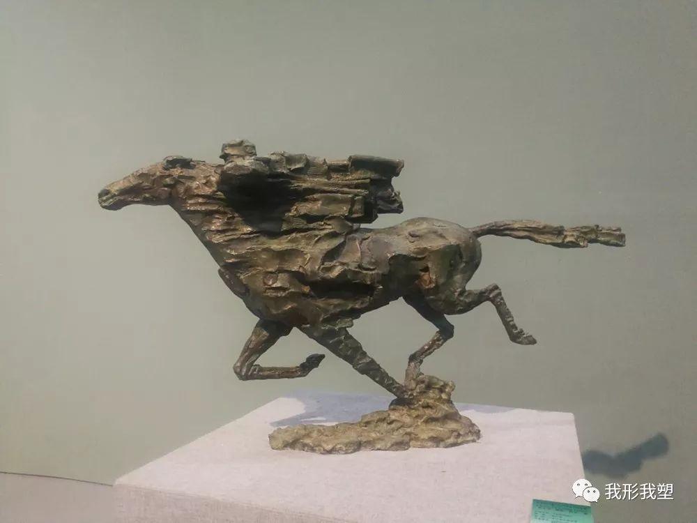 """【雕塑展览】庆祝中华人民共和国成立70周年""""蒙古马·雕塑·研究""""展 第36张 【雕塑展览】庆祝中华人民共和国成立70周年""""蒙古马·雕塑·研究""""展 蒙古画廊"""
