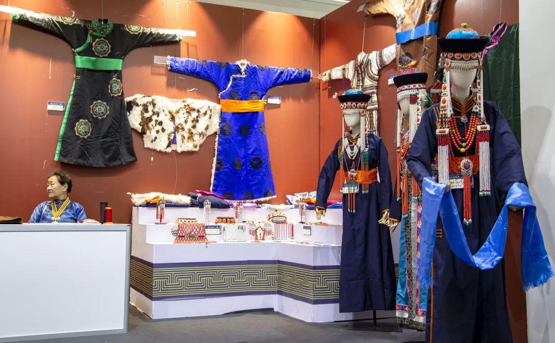 察哈尔蒙古族服饰 第3张 察哈尔蒙古族服饰 蒙古服饰