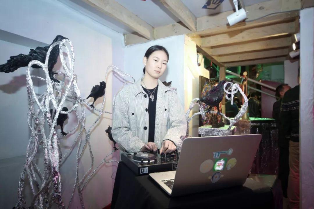 """蒙古青年艺术家们发起"""" MODERN KUNST 21""""展览 第25张"""