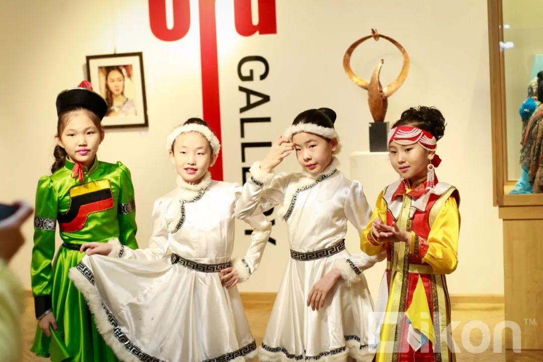 """蒙古国天才艺术家们的""""Mongol goo""""三八妇女节特别展览 第7张 蒙古国天才艺术家们的""""Mongol goo""""三八妇女节特别展览 蒙古画廊"""