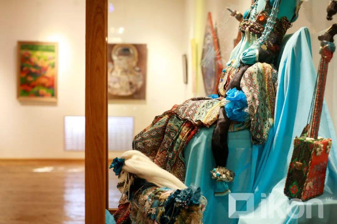 """蒙古国天才艺术家们的""""Mongol goo""""三八妇女节特别展览 第12张 蒙古国天才艺术家们的""""Mongol goo""""三八妇女节特别展览 蒙古画廊"""
