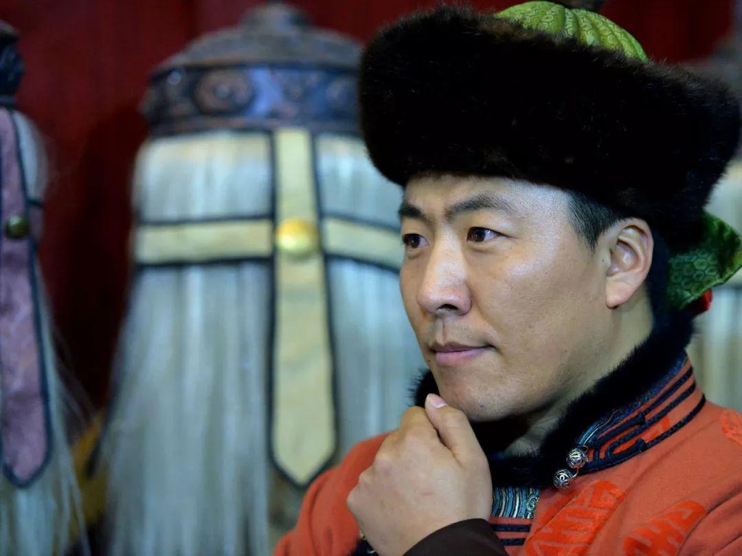 """一位80后蒙古族青年的""""听书梦"""" 第2张 一位80后蒙古族青年的""""听书梦"""" 蒙古文化"""