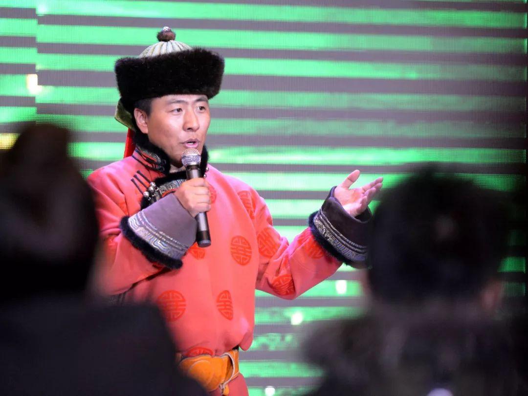 """一位80后蒙古族青年的""""听书梦"""" 第3张 一位80后蒙古族青年的""""听书梦"""" 蒙古文化"""