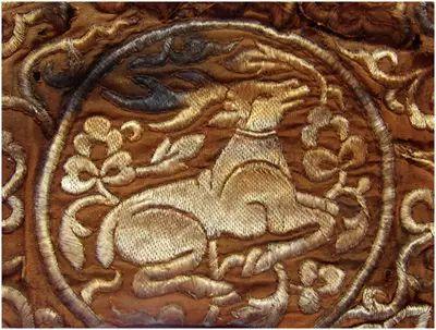 民族风丨极尽华美的蒙古族武器装备:金绣弓囊 第2张