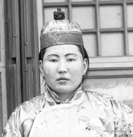 老照片:见证百年前蒙古女性(组图) 第5张