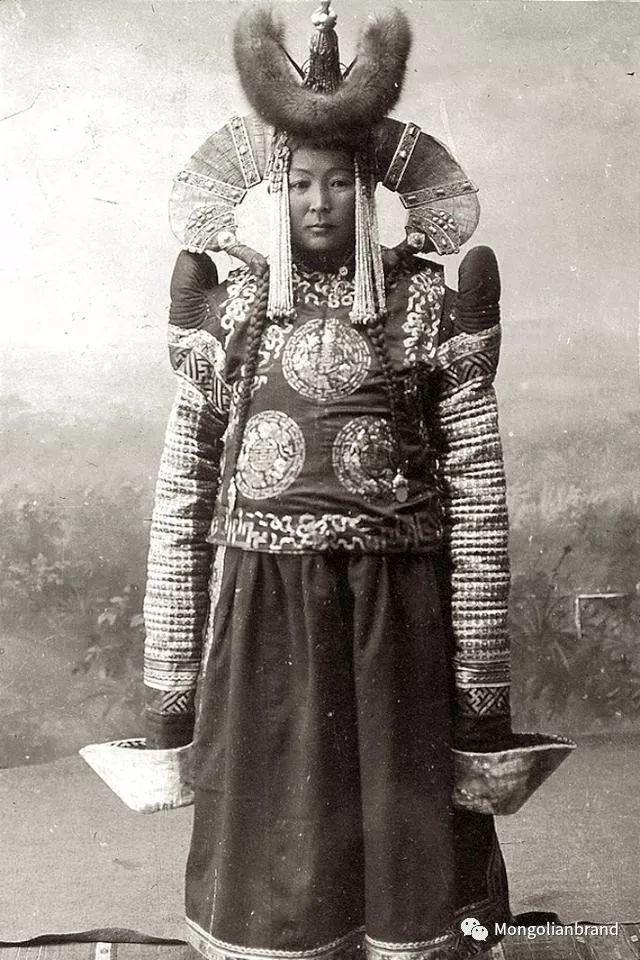 老照片:见证百年前蒙古女性(组图) 第10张