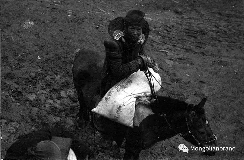 老照片:见证百年前蒙古女性(组图) 第15张