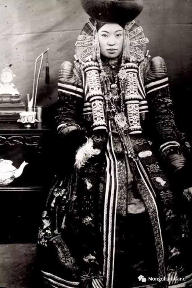 老照片:见证百年前蒙古女性(组图) 第14张