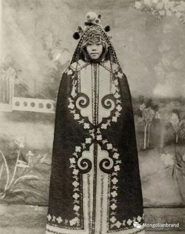 老照片:见证百年前蒙古女性(组图) 第20张