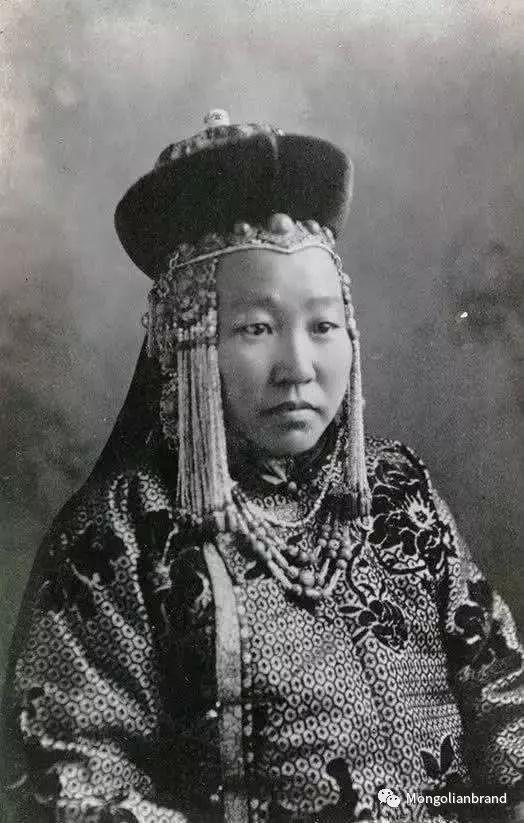 老照片:见证百年前蒙古女性(组图) 第25张