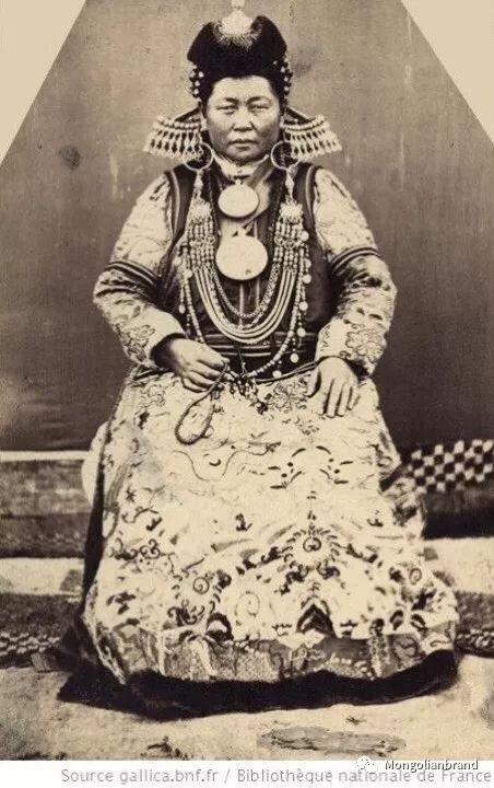 老照片:见证百年前蒙古女性(组图) 第29张