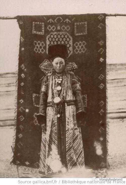 老照片:见证百年前蒙古女性(组图) 第26张