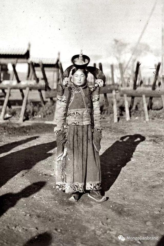 老照片:见证百年前蒙古女性(组图) 第30张