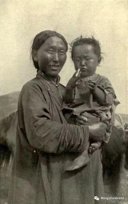 老照片:见证百年前蒙古女性(组图) 第41张