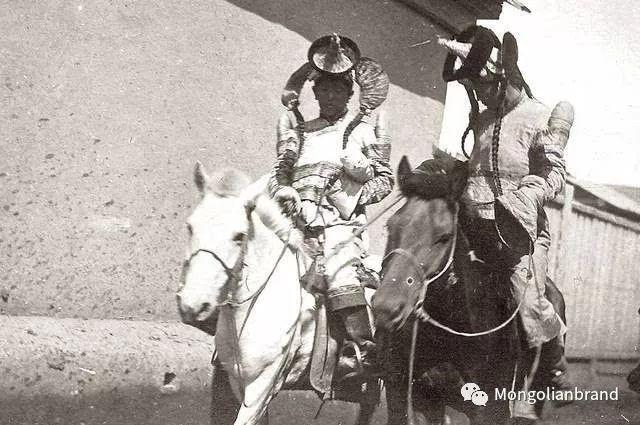 老照片:见证百年前蒙古女性(组图) 第40张