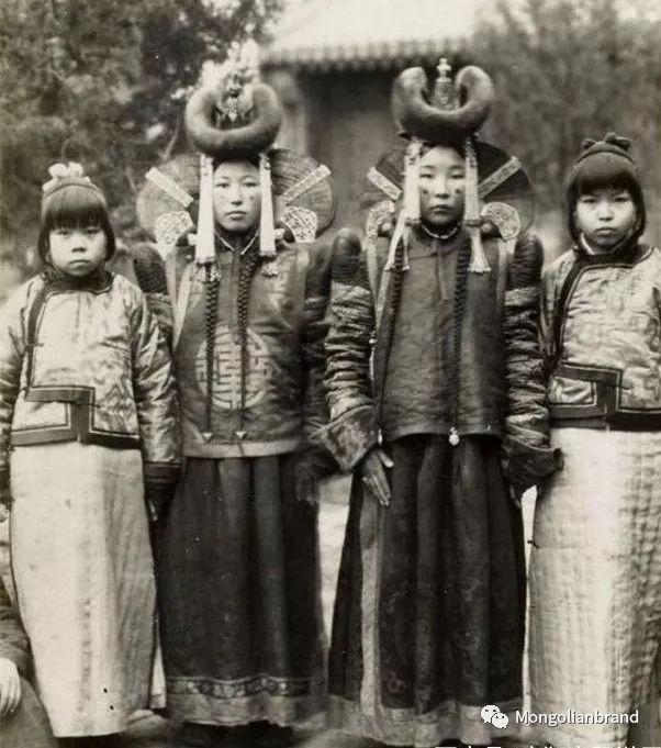 老照片:见证百年前蒙古女性(组图) 第47张