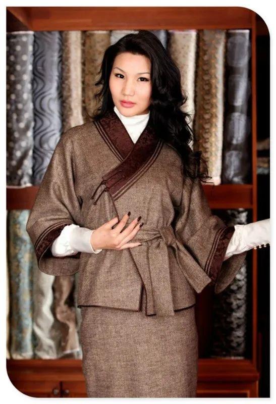 美丽的蒙古袍 第1张