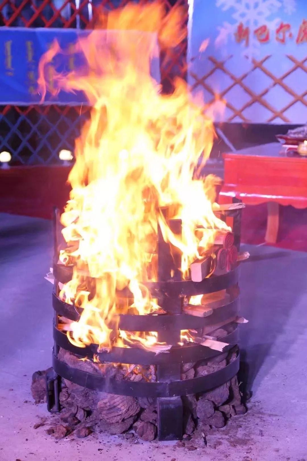 巴尔虎蒙古族祭火习俗(Mongol) 第1张 巴尔虎蒙古族祭火习俗(Mongol) 蒙古文化