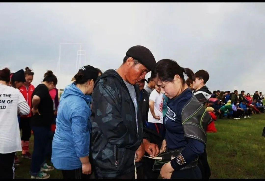 摔跤吧,姑娘!布里亚特姑娘道力玛成长记(Mongol) 第9张 摔跤吧,姑娘!布里亚特姑娘道力玛成长记(Mongol) 蒙古文化