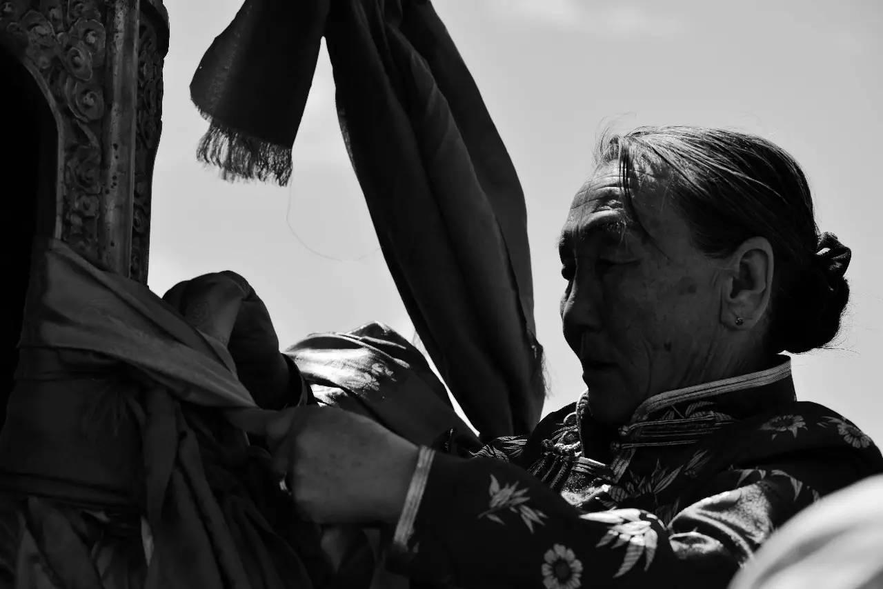 【ANU美图】摄影师吉雅:传统蒙古族牧民黑白纪实作品欣赏 第2张
