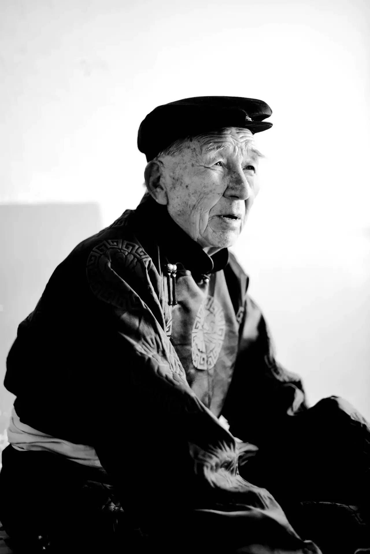 【ANU美图】摄影师吉雅:传统蒙古族牧民黑白纪实作品欣赏 第5张