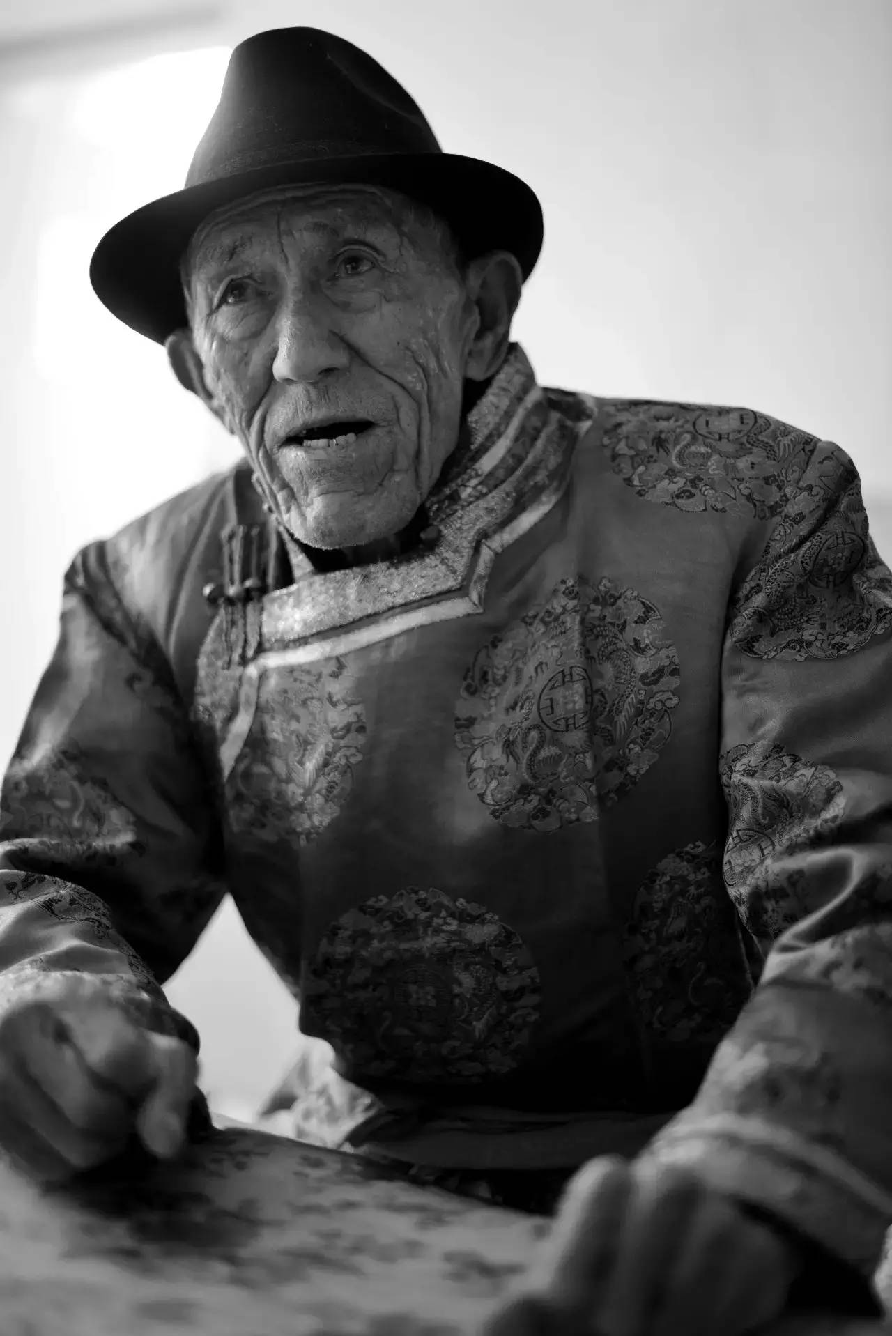 【ANU美图】摄影师吉雅:传统蒙古族牧民黑白纪实作品欣赏 第6张