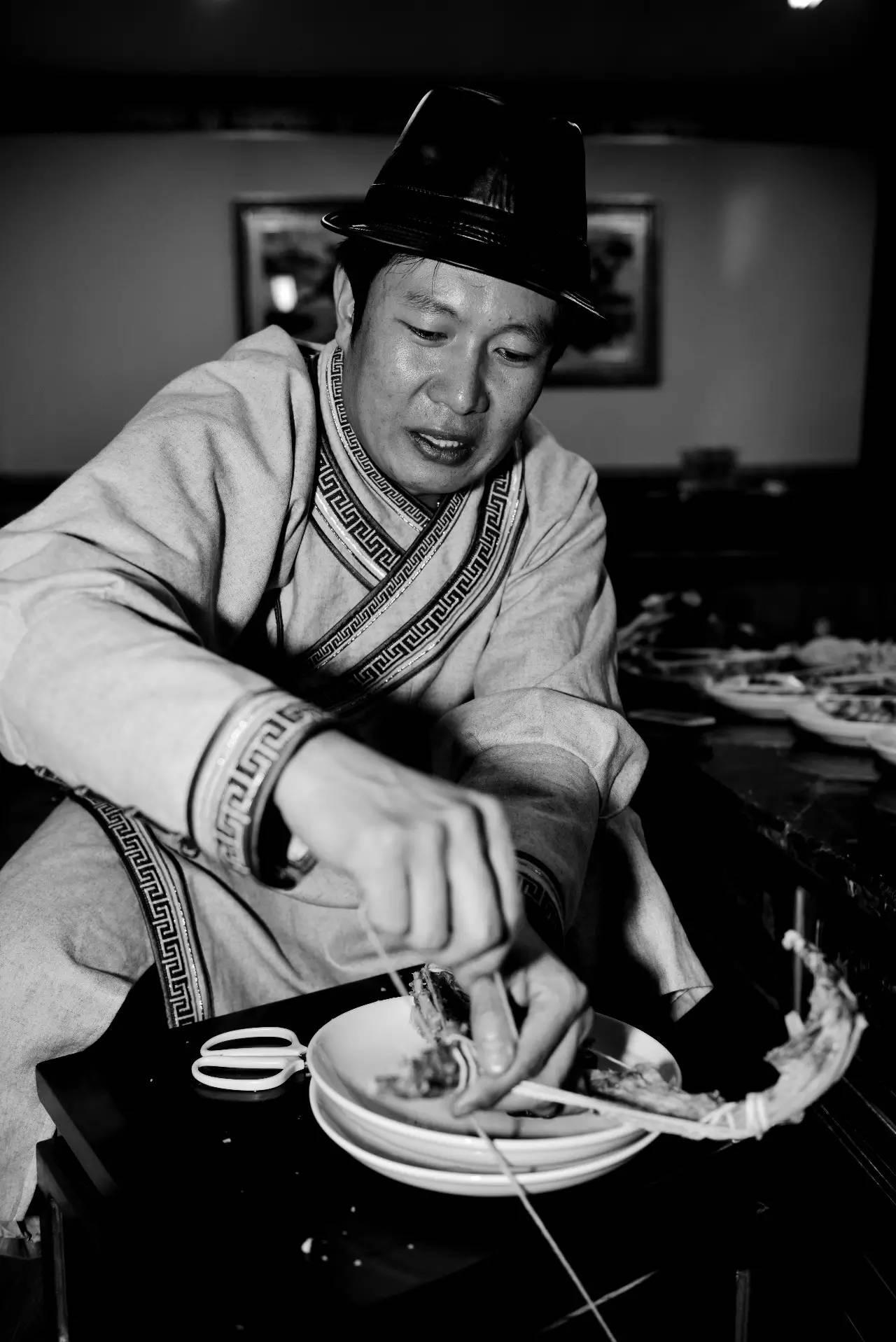 【ANU美图】摄影师吉雅:传统蒙古族牧民黑白纪实作品欣赏 第8张
