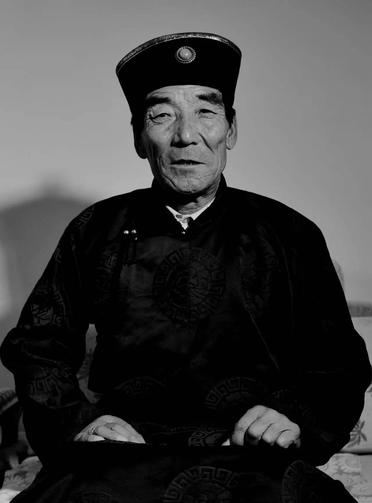 【ANU美图】摄影师吉雅:传统蒙古族牧民黑白纪实作品欣赏 第9张