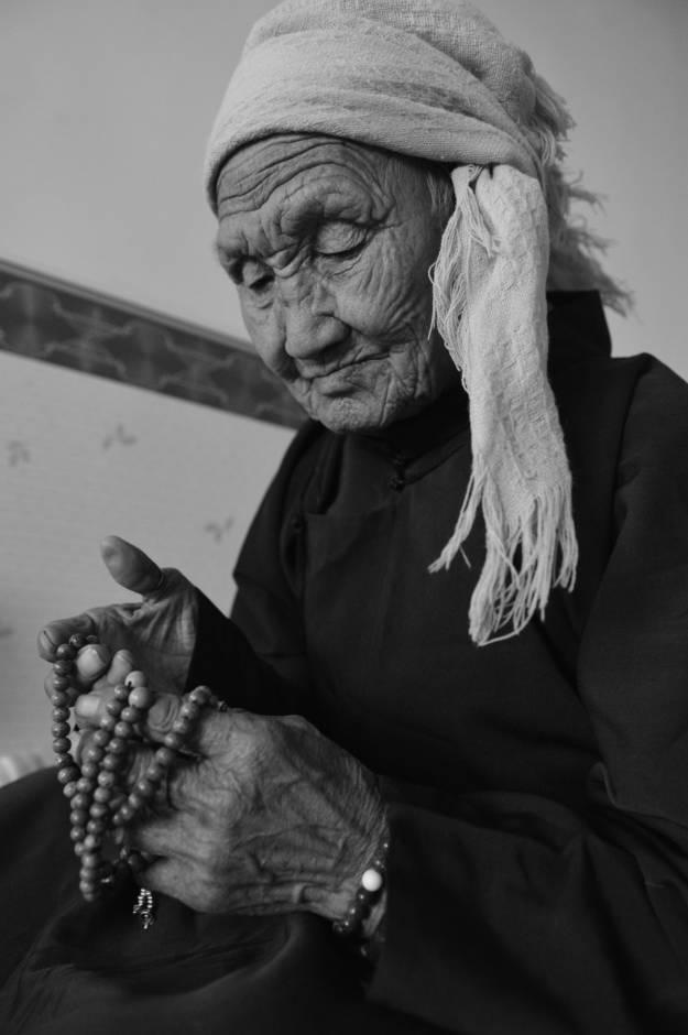 【ANU美图】摄影师吉雅:传统蒙古族牧民黑白纪实作品欣赏 第18张