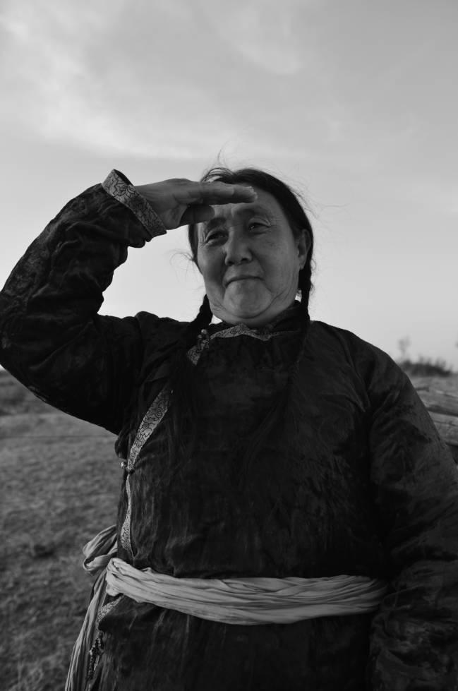 【ANU美图】摄影师吉雅:传统蒙古族牧民黑白纪实作品欣赏 第16张