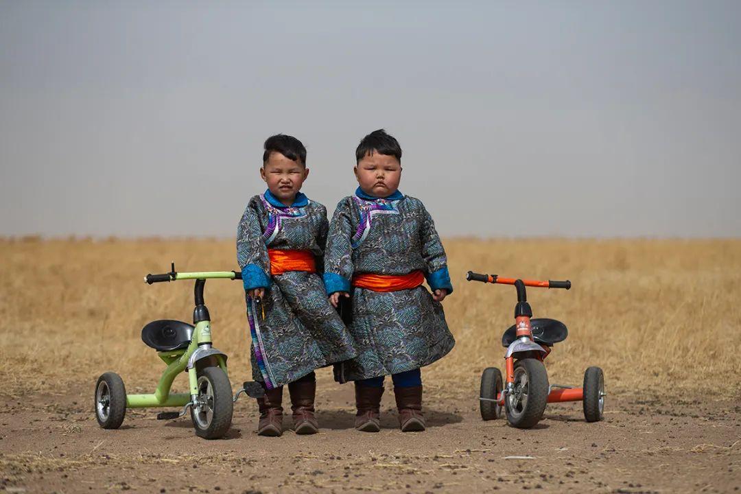 白嘎利:天生相伴—蒙古族双胞胎 第1张 白嘎利:天生相伴—蒙古族双胞胎 蒙古文化