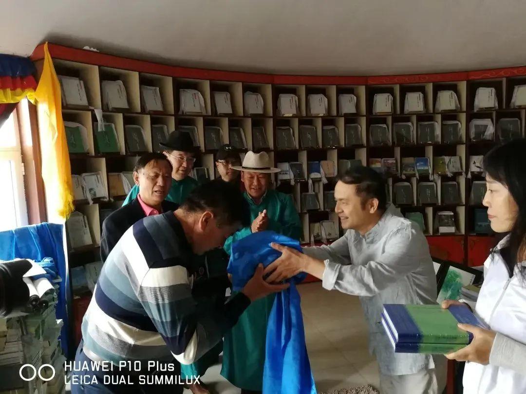书敖包:传递民族文化薪火 第2张 书敖包:传递民族文化薪火 蒙古文化