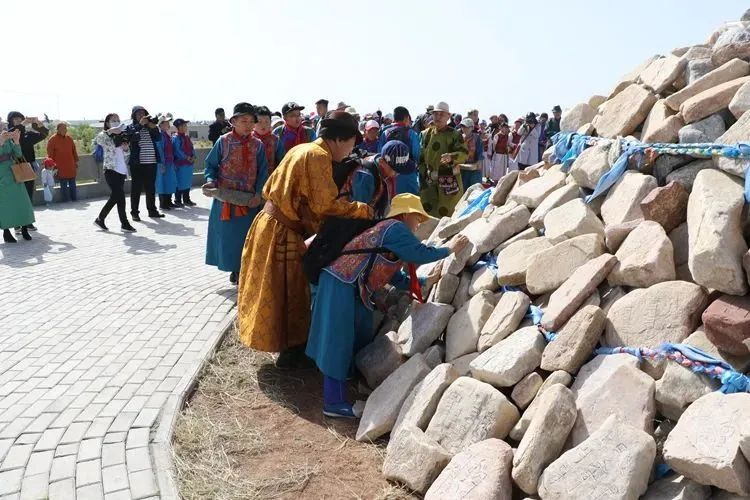 书敖包:传递民族文化薪火 第5张 书敖包:传递民族文化薪火 蒙古文化