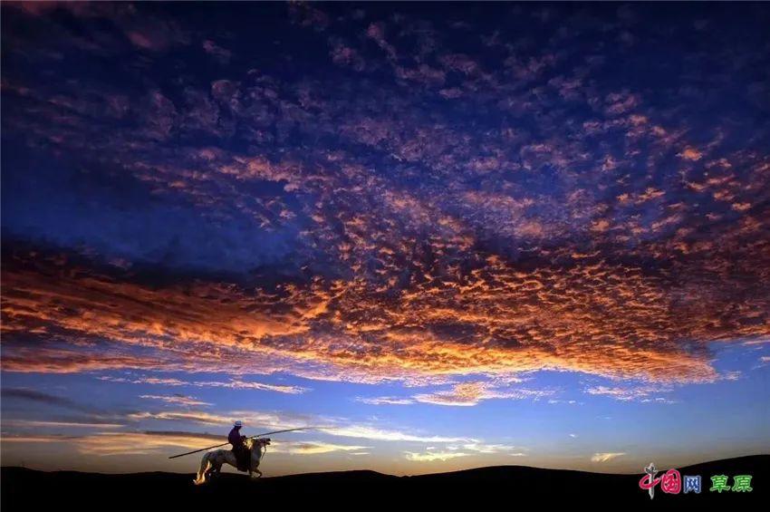 """乌英嘎《我多想回家乡》MV发布 """"草原天籁""""对家乡的深情告白 第4张 乌英嘎《我多想回家乡》MV发布 """"草原天籁""""对家乡的深情告白 蒙古音乐"""