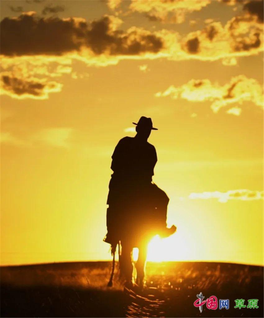 """乌英嘎《我多想回家乡》MV发布 """"草原天籁""""对家乡的深情告白 第10张 乌英嘎《我多想回家乡》MV发布 """"草原天籁""""对家乡的深情告白 蒙古音乐"""