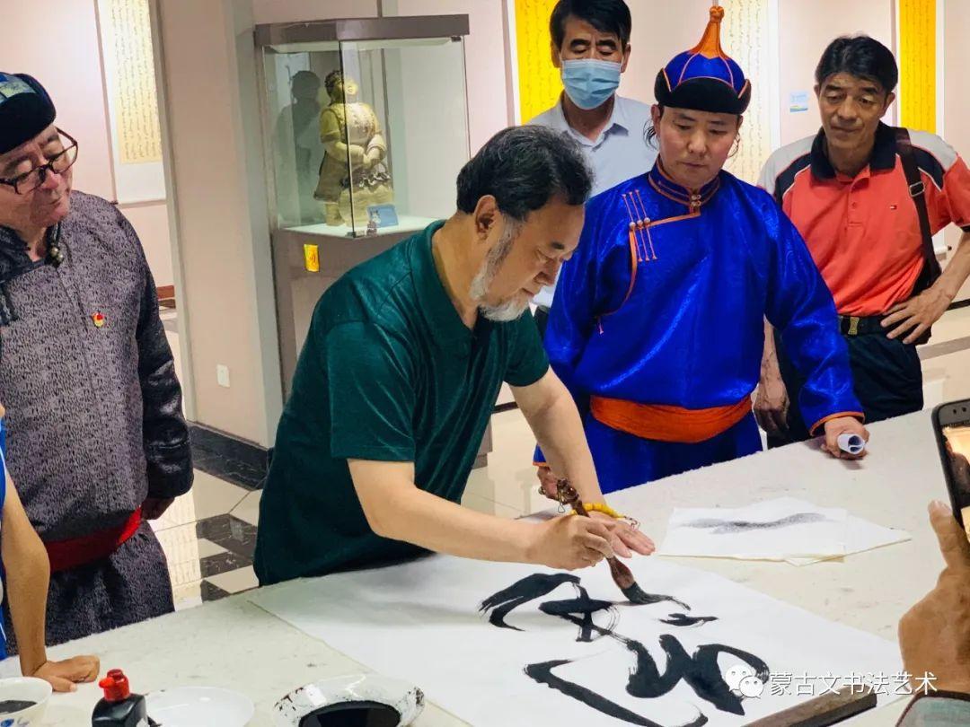 亮丽北疆,纪念建党99周年钢宝力达蒙古文书法展在呼市举行 第4张