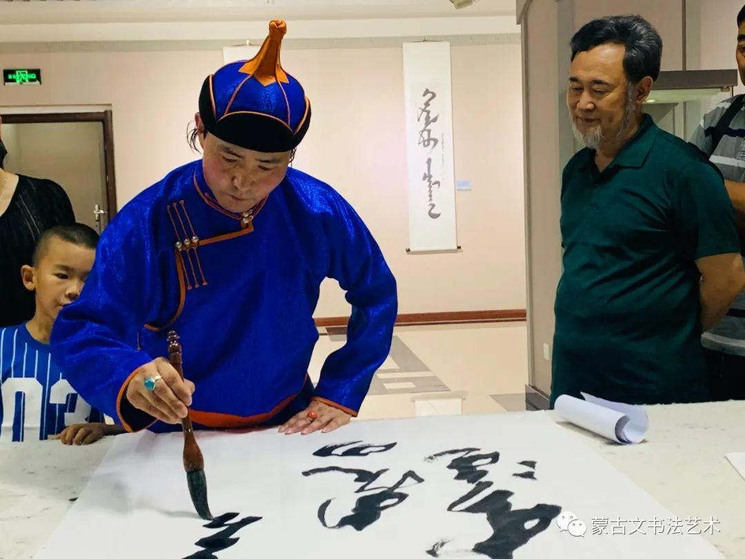 亮丽北疆,纪念建党99周年钢宝力达蒙古文书法展在呼市举行 第5张