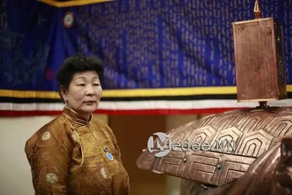 世界上独一无二的刺绣本蒙古秘史,价值连城 第1张