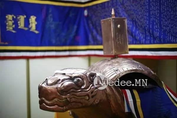 世界上独一无二的刺绣本蒙古秘史,价值连城 第2张
