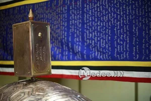 世界上独一无二的刺绣本蒙古秘史,价值连城 第3张