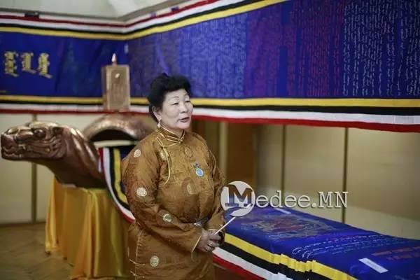 世界上独一无二的刺绣本蒙古秘史,价值连城 第4张