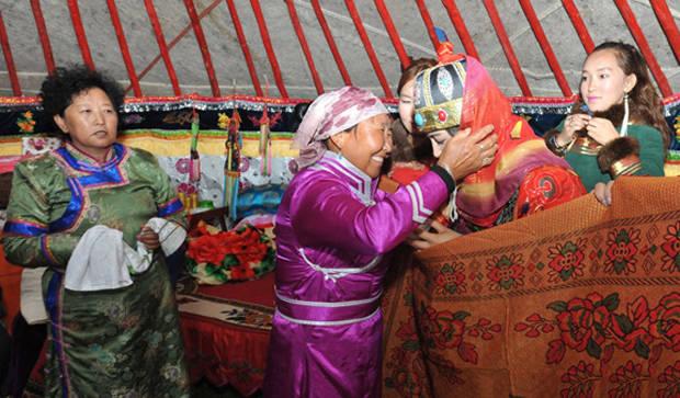 卫拉特蒙古传统婚礼习俗 第1张