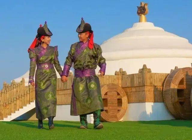乌拉特蒙古族服饰(民俗) 第1张