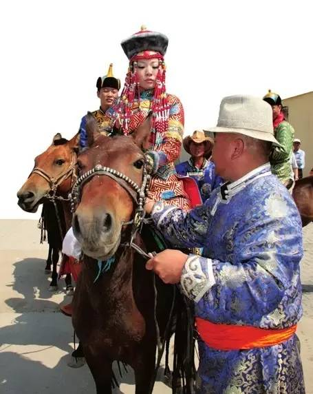 【阿启泰】感受蒙古传统文化,体验察哈尔婚礼之美 第8张 【阿启泰】感受蒙古传统文化,体验察哈尔婚礼之美 蒙古文化