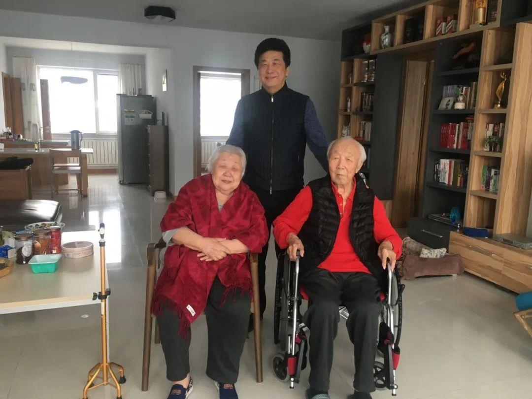 身边的名家丨剧作家超克图纳仁和琴子 第1张 身边的名家丨剧作家超克图纳仁和琴子 蒙古文化
