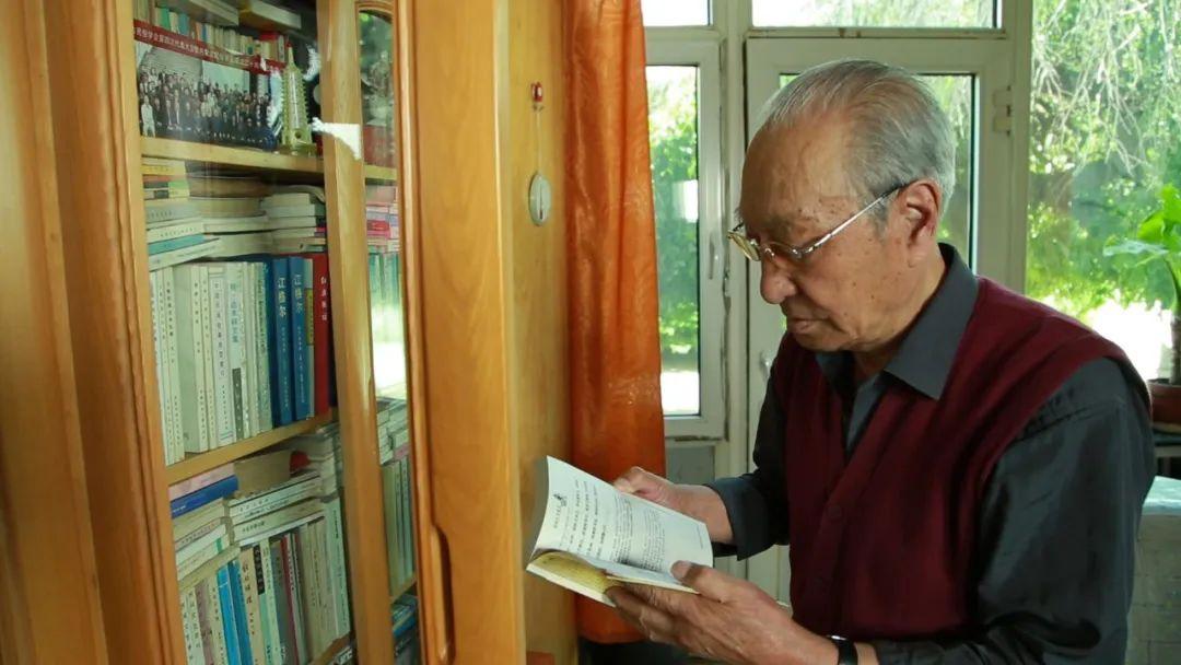 身边的名家   翻译家胡尔查 第5张 身边的名家   翻译家胡尔查 蒙古文化