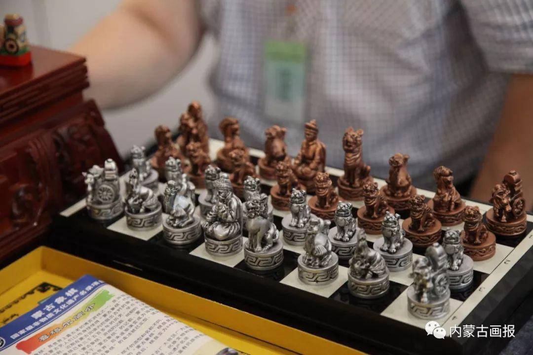 游牧生活中的智慧较量——蒙古族传统象棋和鹿棋子 第2张