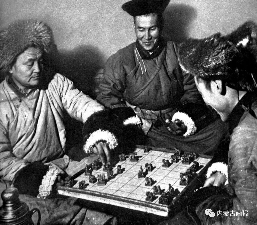 游牧生活中的智慧较量——蒙古族传统象棋和鹿棋子 第6张