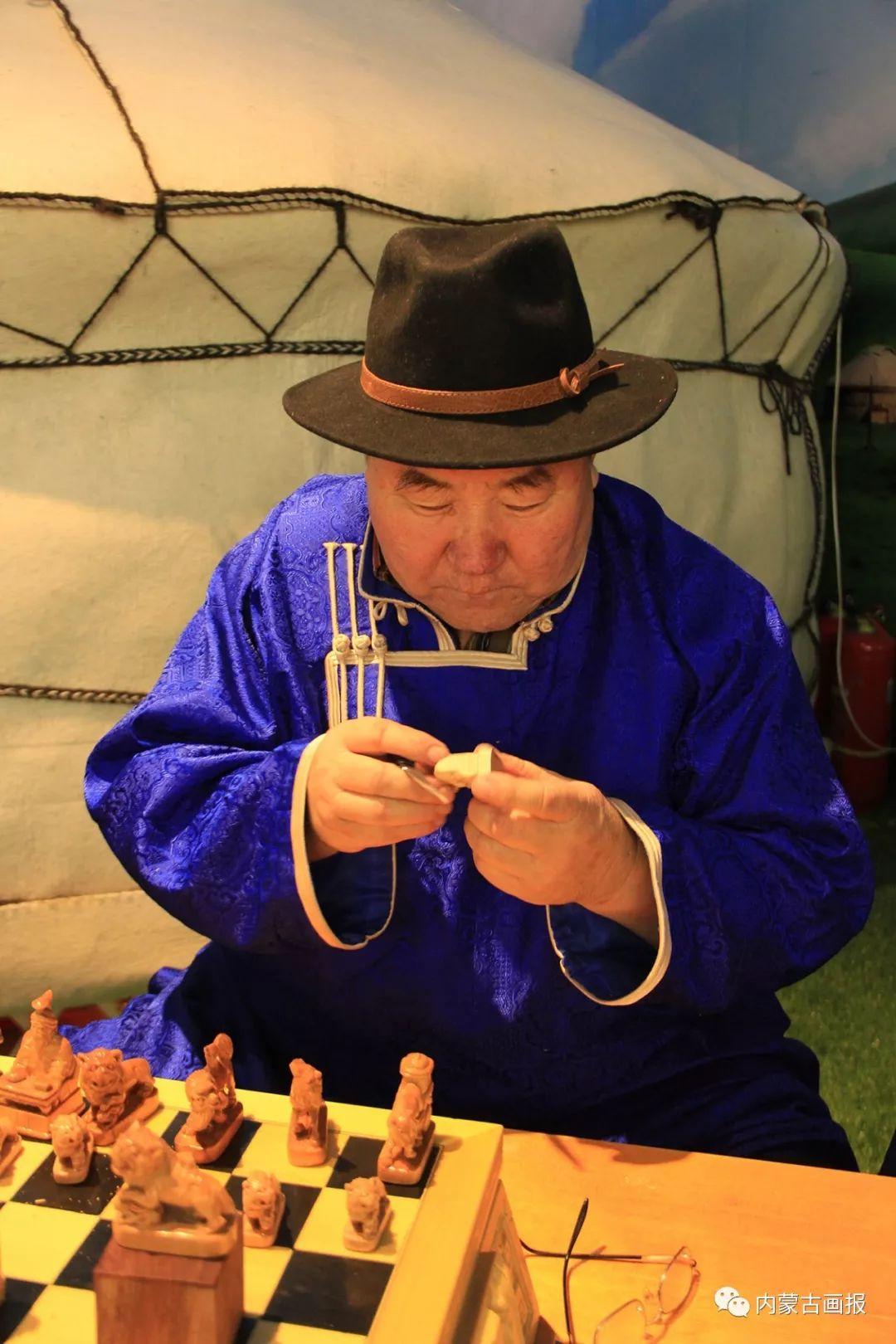 游牧生活中的智慧较量——蒙古族传统象棋和鹿棋子 第21张